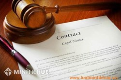 Lawyer consulting, negotiating and drafting contracts